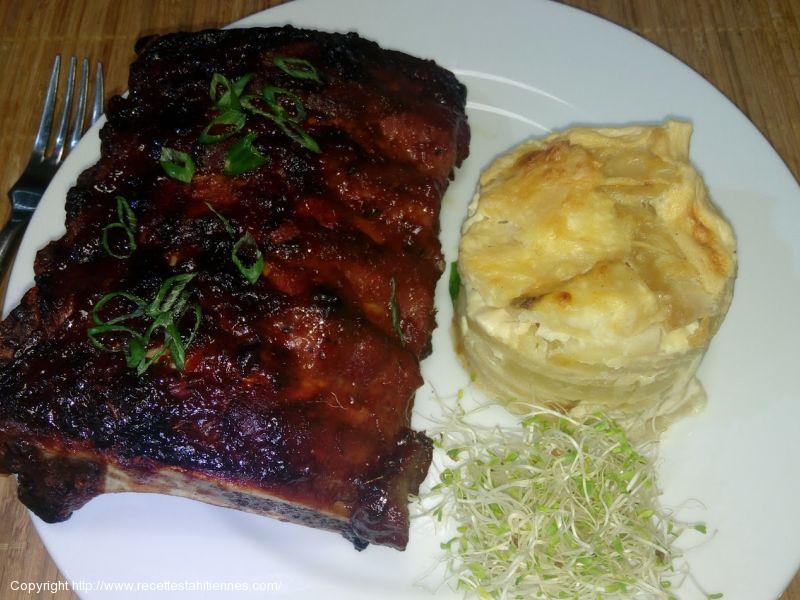 Travers de porc, baby back ribs grillés